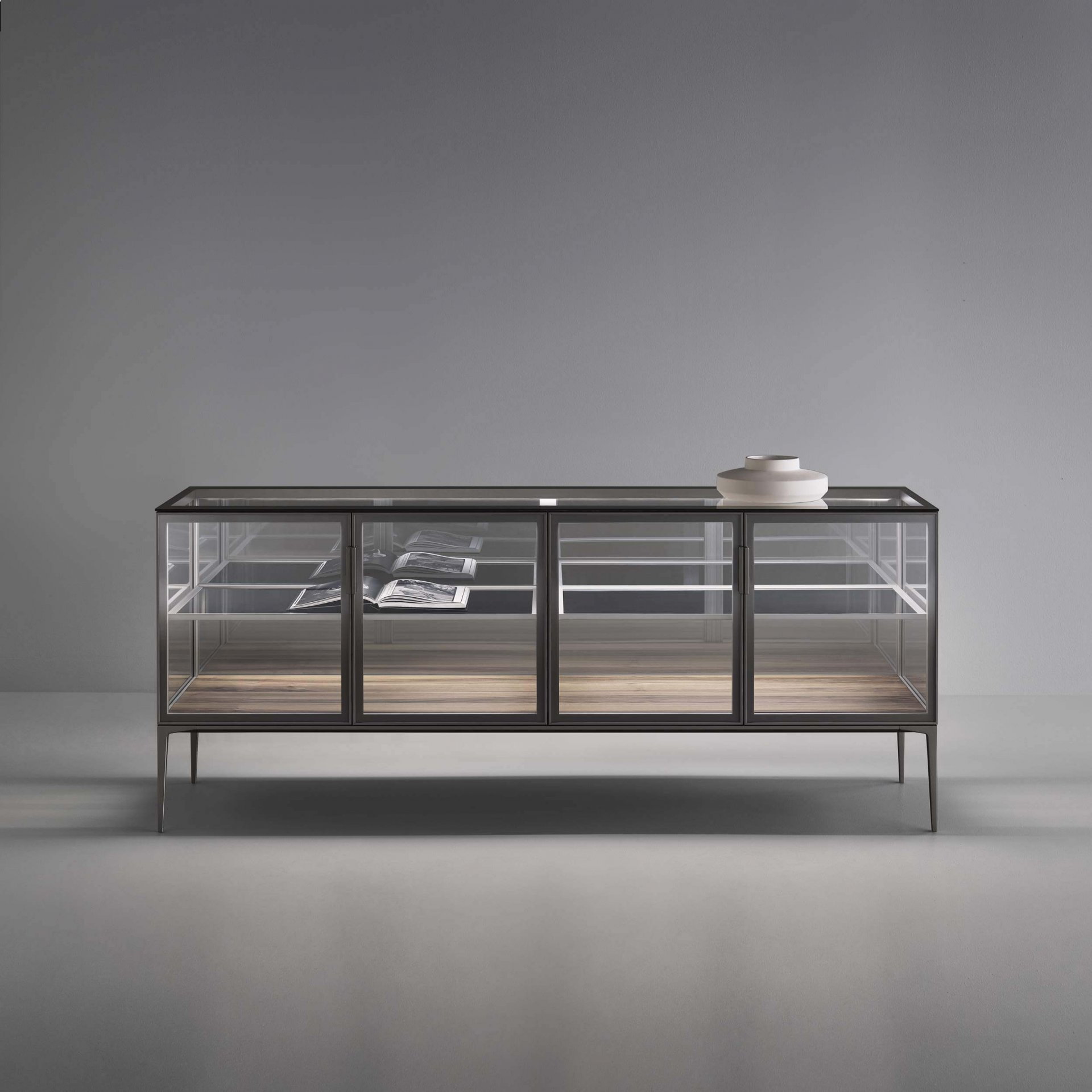 Case sideboard with transparent top and internal shel